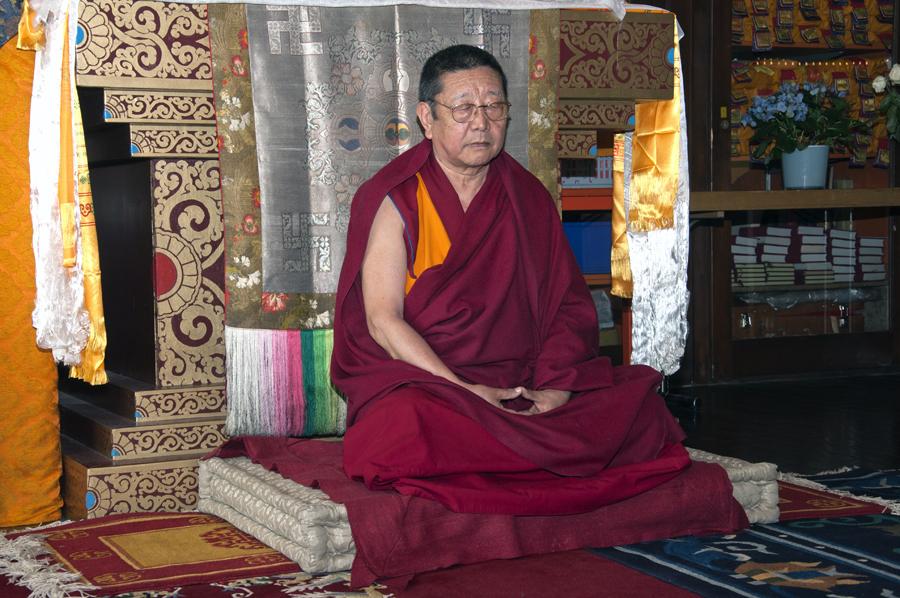 Gespräch mit Lama Tenzin im Buddhistischen Kloster