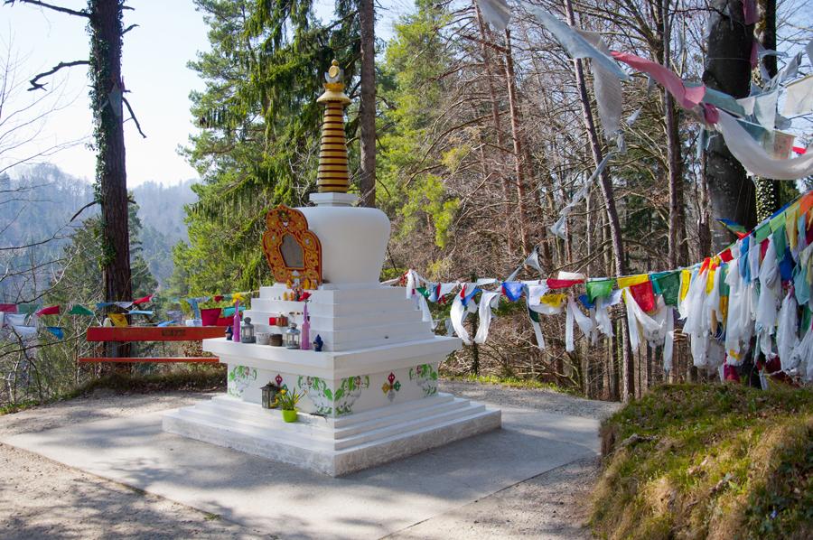 Der Stppa mitten im Wald zu Ehren von Dalai Lama