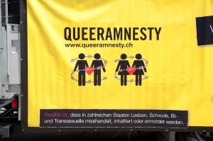 Eine Botschaft an der Prideparade